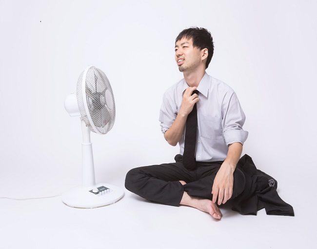 【扇風機の効果的な使い方】部屋をもっと涼しくする方法