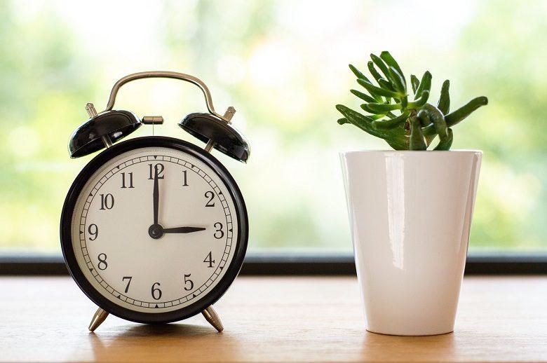 【ステルス早退術】会社と飲み会をさっさと切り上げて副業時間を確保する