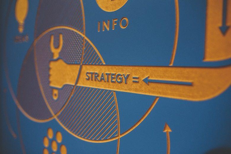 大企業への転職には逆張り戦略!合格も社内人脈も得る賢い方法