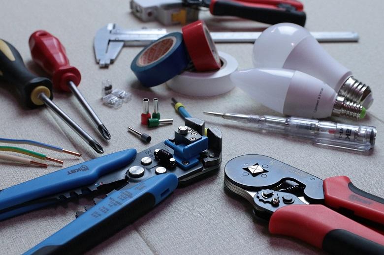 キーボードのベタベタをたった2Stepで解消する方法!掃除が面倒な人向け